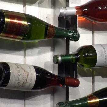 Radius Design nástěnné policee Wine Rack