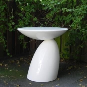 Eero Aarnio Originals designové odkládací stolky Parabel Side Table