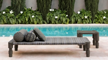 Gan designové zahradní polštáře Blue Layers Big Cushion Blue Almond Red