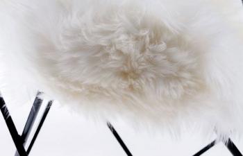 jehněčí kůže bílá 50 mm dlouhý vlas