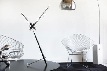 Nomon designové stolní hodiny Puntero