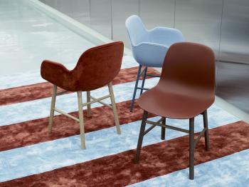 Výprodej Normann Copenhagen designové židle Form Chair Wood (polstrování šedá/růžová, dub)