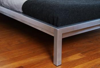 Pop Up Home designové postele Steely (pro matraci 180 x 200 cm)