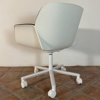 Výprodej Andreu World designové kancelářské židle Nuez (bílá, tmavě modrá kůže)