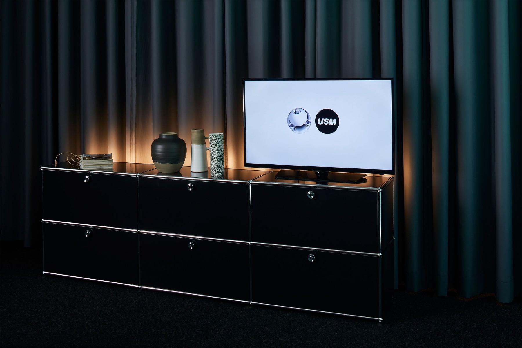 usm haller designov reg l hloubka 52 5cm designpropaganda. Black Bedroom Furniture Sets. Home Design Ideas